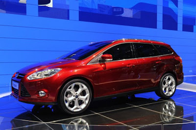 2012 Ford Focus Wagon-01.jpg