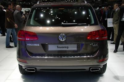 2011 Volkswagen Touareg-04.jpg
