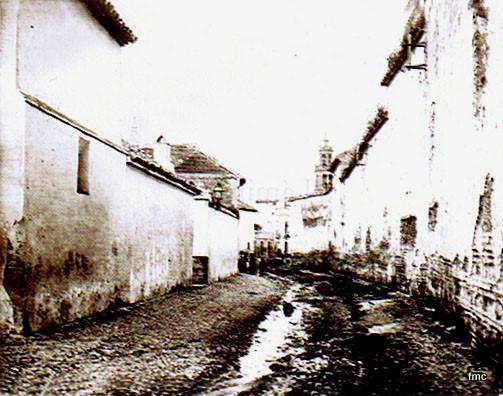 Arroyo de San Rafael desde la Plaza de los Caballos, al fondo San Lorenzo, a la derecha la tapia del Convento de Santa María de Gracia.