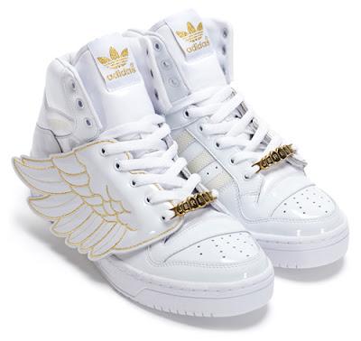 https://lh4.ggpht.com/__k7PnVhkrLQ/S7upehA2-ZI/AAAAAAAAAMM/rVapWsX7Hjg/s400/adidas-jeremy-scott-js-wings-white.jpg