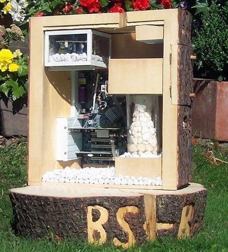 http://lh4.ggpht.com/__zoKJ77EvEc/SldT1W9fc9I/AAAAAAAAAiA/zF6-lFJT9Lo/wooden-pc-cabinet%5B4%5D.jpg