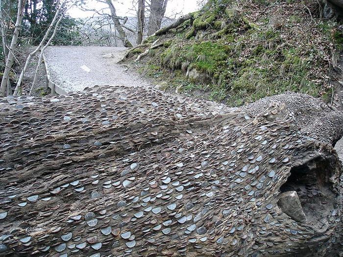 والتكلفة المصروفة ... في الواقع تنمو النقود في اشجار انجلترا
