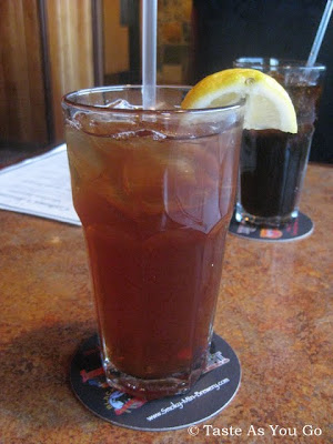 Sweet Tea at Calhoun's in Knoxville, TN - Photo by Taste As You Go