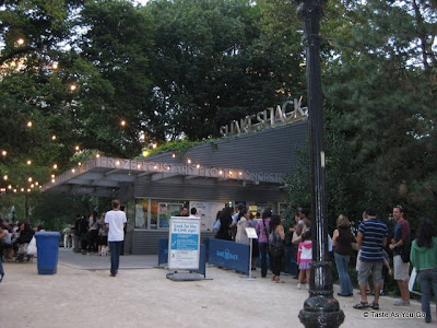 Shake-Shack-Madison-Square-Park-New-York-NY-tasteasyougo.com