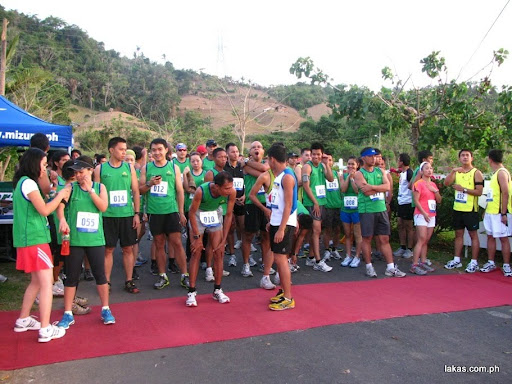 runners at the starting poing