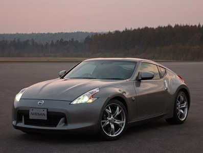 Sales of roadster Nissan 370Z begin in Europe