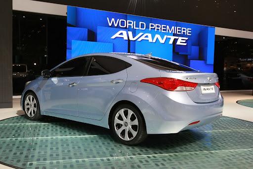 2011-Hyundai-Elantra-11.JPG