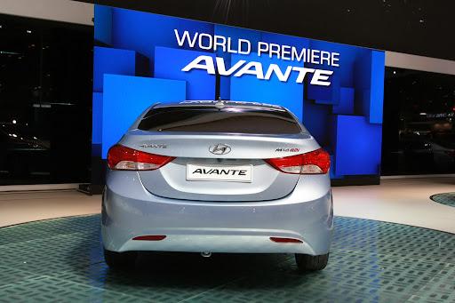 2011-Hyundai-Elantra-15.JPG
