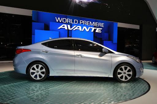 2011-Hyundai-Elantra-14.JPG