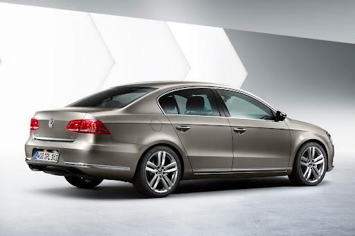 2011-Volkswagen-Passat-B7-3.jpg