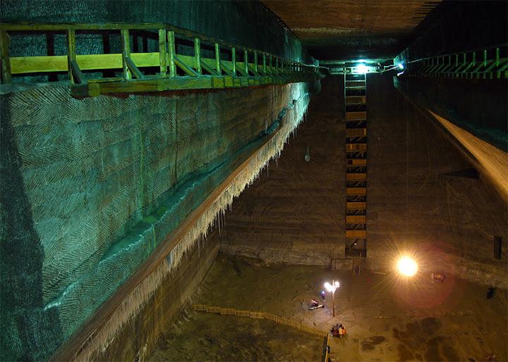 Dark Roasted Blend: Abandoned Tunnels & Vast Underground Spaces