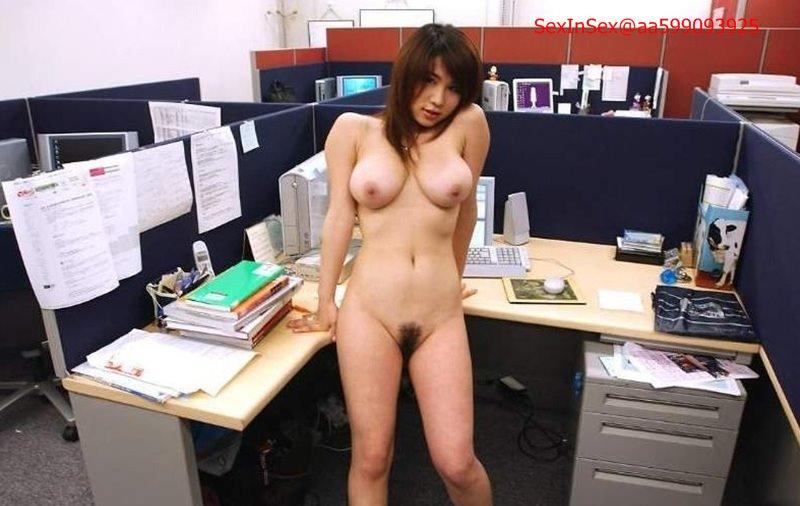 Женщины коллеги по работе голые