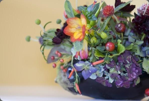 fall-arrangement-in-eggplant-detail-Françoise-Weeks