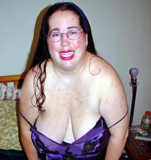 Mi mujer maria vestida de rojo puta se folla a tres chicos 2