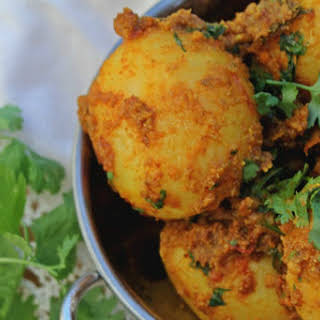 Traditional Indian Pot Roasted Potatoes (Bengali Style) [Vegan].