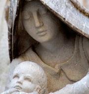detalle-de-la-virgen-fachada-sagrada-familia