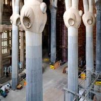 construccion-de-columnas-interior-sagrada-familia