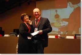 Keynote spreker Chiara Ottaviana (Cliomedia Officina) met Serge Noiret, een Belg die al dertig jaar voor het European University Institute werkt en die het NCDD-rapport voor Italie 'ontdekte'.