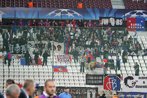 UEFA Champions League 2010/11. CFR Cluj - FC Basel 2-1 // Pe stadion îşi fac apariia fanii lui FCB