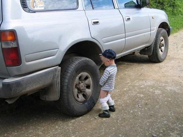 15 reasons why boys need strict parents - Baby boy peeing on a car tire