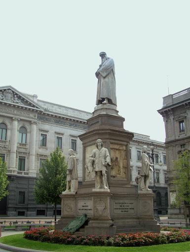 Monumento ao artista Leonardo da Vinci, em Milão