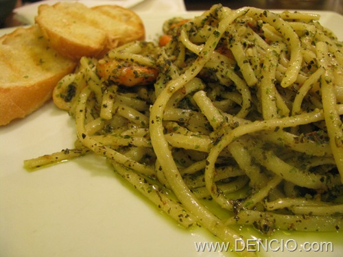 Linguine in Pesto Sauce