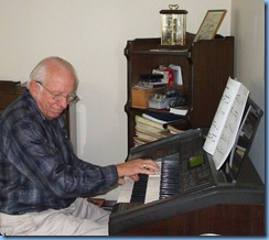 Rob Powell enjoying the Yamaha Electone EL90 organ