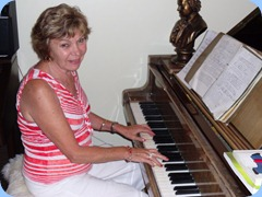 Carole Littlejohn entertaining us on the grand piano after a wonderful BBQ dinner