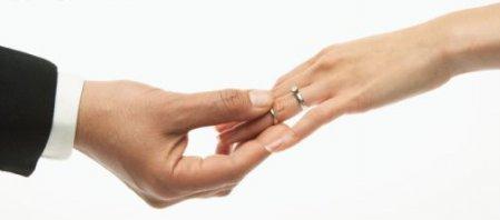 Laulības šķiršana un šķirteņu laulības ir laulības pārkāpšana