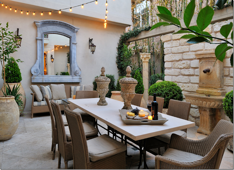 Cote De Texas House With Two Courtyards