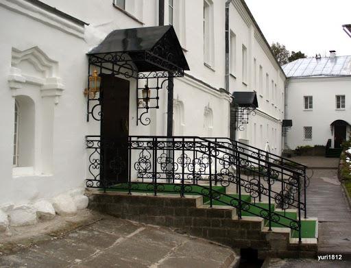 Хутынский Спасо-Преображенский монастырь Восстановленные корпуса монастыря фото yuri1812