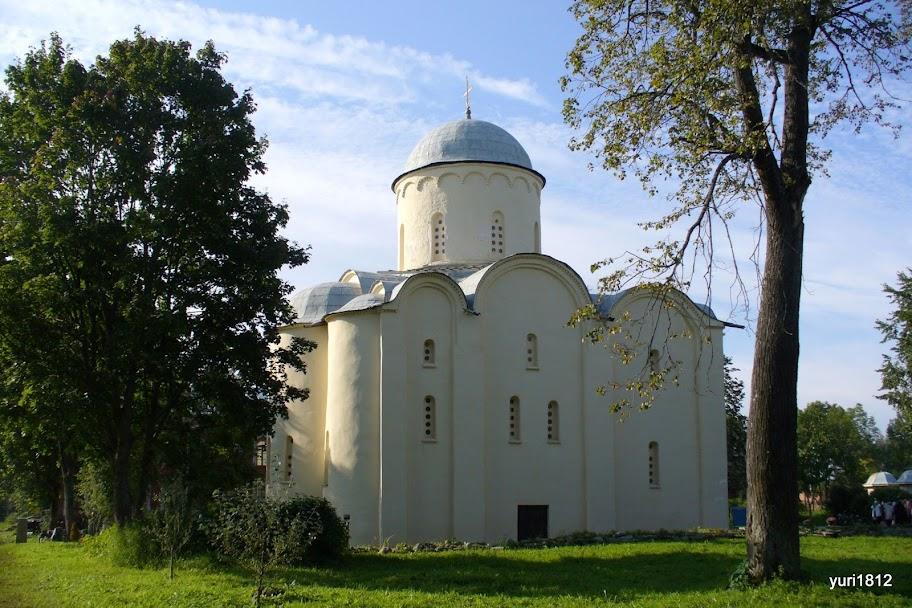 Белая красавица Старая Ладога. Успенский собор, XII век White Beauty Staraya Ladoga. Assumption Cathedral, XII century photo yuri1812