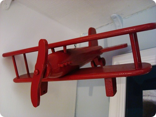 Hanging airplanes in kids room