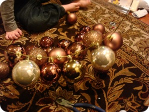 Tips for making an ornament wreath with no fuss
