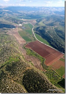 Elah Valley aerial from west, tb011606778