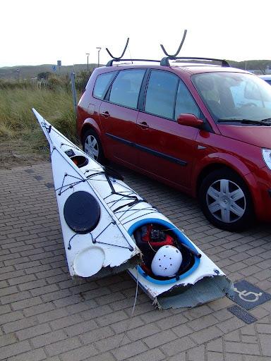mettre un kayak sur le toit d une voiture voitures. Black Bedroom Furniture Sets. Home Design Ideas