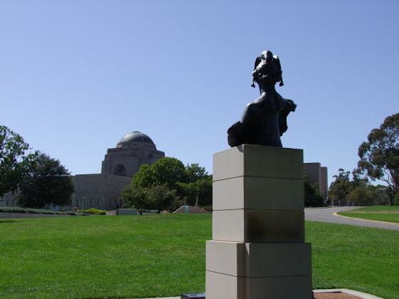 Bellona and the war memorial