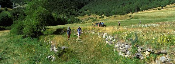 Espot, Pallars Sobirà, LleidaCamí vell. Tomb al Parc nacional d'Aigües Tortes i Estany de Sant Maurici2002.07