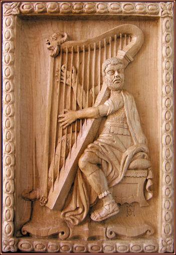 Músico tañendo el arpa