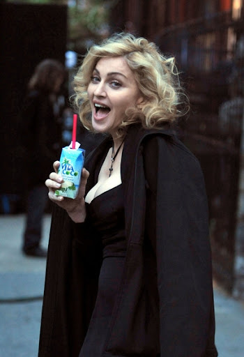 MadonnaDolceGabbana2010FW3.jpg