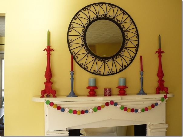 fel-circle-garland-on-white-fireplace