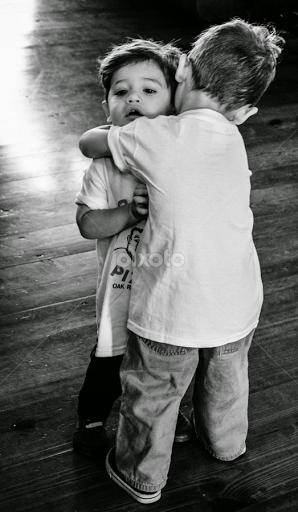people in love hugging black and white wwwpixsharkcom