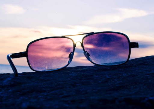 a3d63400678ad See the world through rose-tinted glasses
