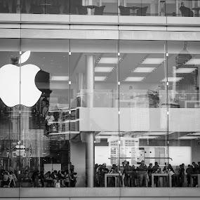 Apple Store by Kai Jian - Black & White Street & Candid