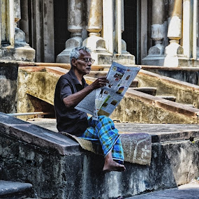 Reading News Paper by Soham Banerjee - People Street & Candids