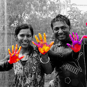 life is colorful even in b/w by Amol Patil - People Street & Candids ( selective color, black and white, india, couple, holi )