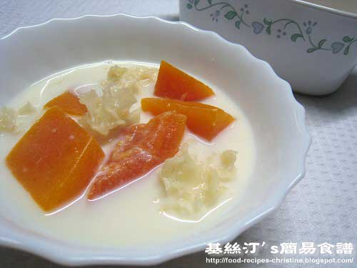 鮮奶燉雪耳紅木瓜Stewed Red Payaya with Milk Dessert