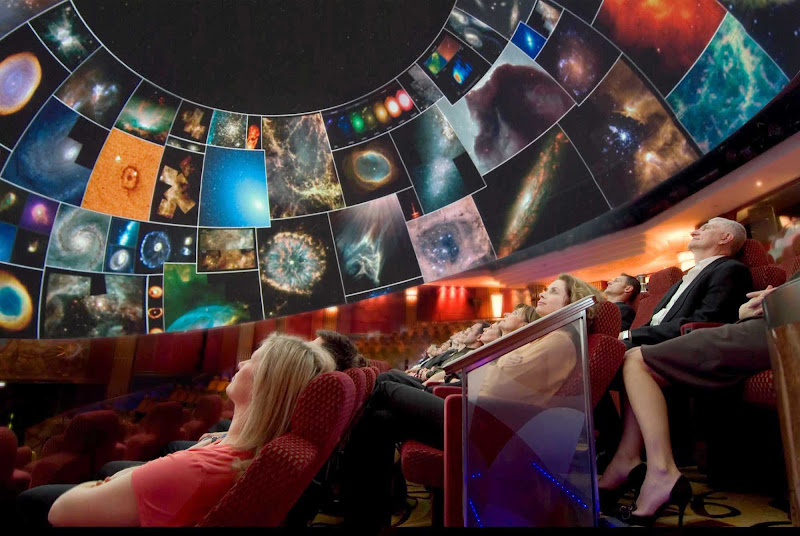 Take in a show of the cosmos and experience a virtual ride into outer space in the planetarium on Queen Mary 2.