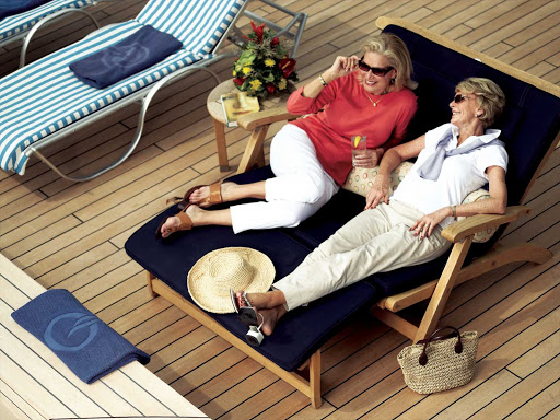 Oceania-RClass-pool-2 - Chat up a friend and enjoy refreshments at poolside during your sailing on Oceania Nautica.