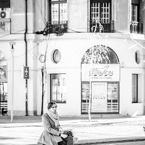 A moment of relaxation by Stefan Ungureanu - People Street & Candids ( bucharest, woman, black & white, beautiful, relaxation, sun )